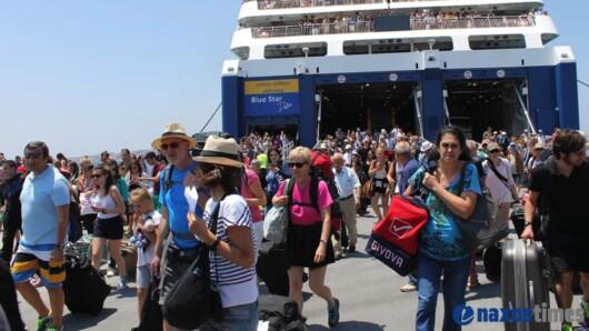 Ο Πλακιωτάκης ζητά αύξηση των επιβατών στα πλοία λόγω του τριημέρου του Αγίου Πνεύματος