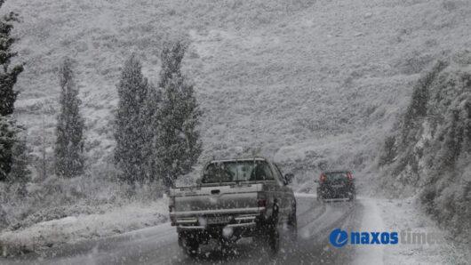 Προσοχή στην κυκλοφορία των οχημάτων στην ορεινή Νάξο λόγω συνεχούς χιονόπτωσης