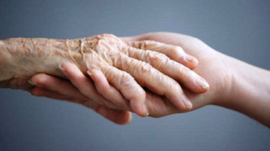 Κυρία ζητά εργασία για φροντίδα ηλικιωμένου