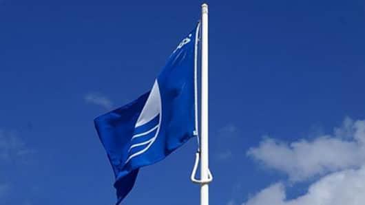 Γαλάζιες σημαίες: 34 βραβεύσεις στις Κυκλάδες – Η Νάξος με 3 παραλίες