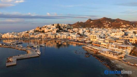 Σε Νότιο Αιγαίο και Κρήτη το ήμισυ των τουριστικών εσόδων της χώρας