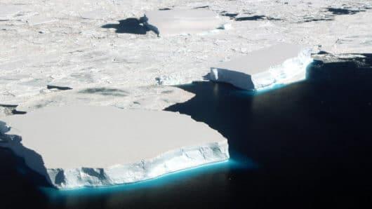 Γροιλανδία: Έλιωσαν 22 γιγατόνοι πάγου σε μία μέρα