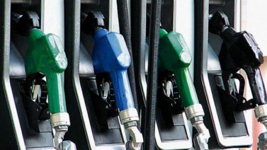 """Πήραν """"φωτιά"""" οι τιμές της βενζίνης στα νησιά"""