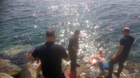 Λιμεναρχείο Σύρου: Διάσωση λουόμενων που παρασύρθηκαν από ισχυρό ρεύμα