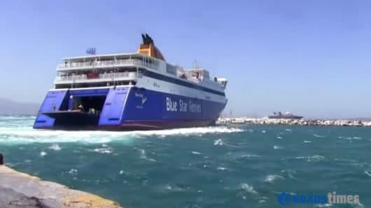 πλοία στο λιμάνι Νάξου παρά τα 8-9 μποφόρ