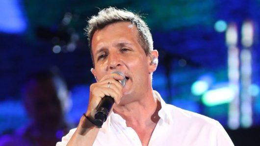 Σύρος: Συναυλία του Δημήτρη Μπάση στην πλατεία Μιαούλη