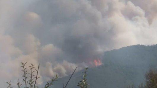 Ο καπνός από την πυρκαγιά στην Τουρκία κάλυψε τη Νάξο (φώτο)