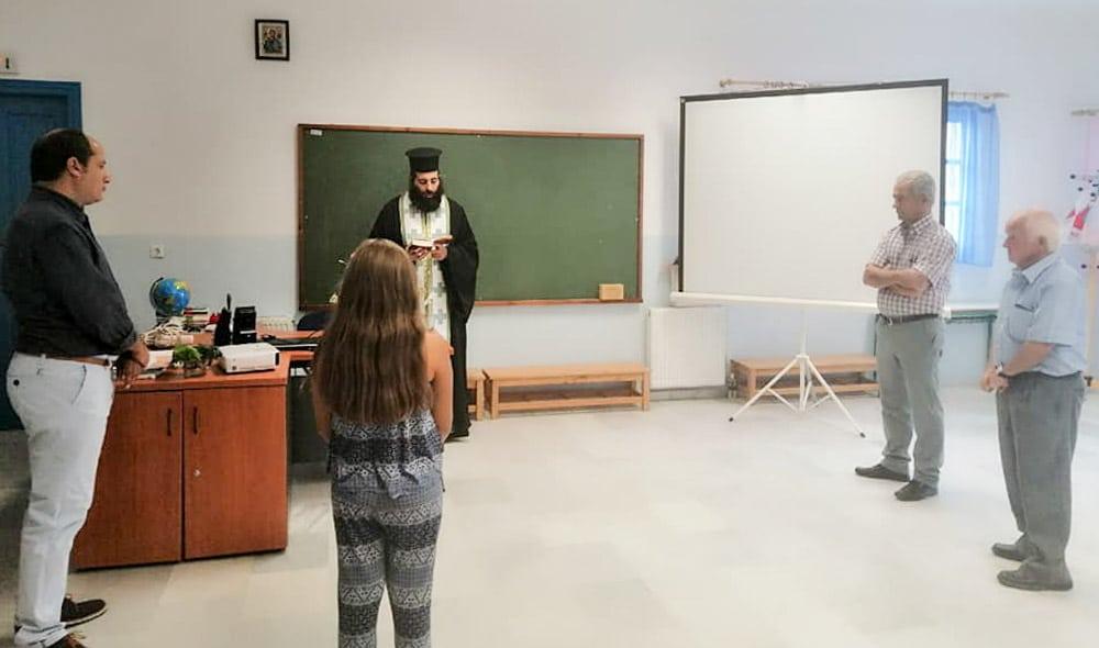 Αγιασμός με μια μόνο μαθήτρια στον Απόλλωνα Νάξου