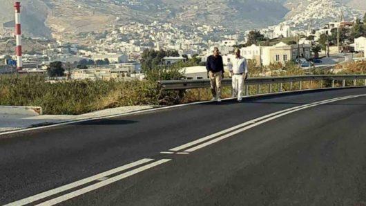 Συνεχίζονται τα έργα βελτίωσης του επαρχιακού οδικού δικτύου στη Σύρο