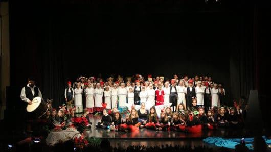 Το «Χριστουγεννιάτικο Όνειρο» του Λυκείου Ελληνίδων Σύρου στο θέατρο Απόλλων