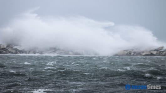 Θυελλώδεις άνεμοι «σαρώνουν» τις Κυκλάδες – Τήνος, Σίφνος, Ανάφη και Νάξος στις περιοχές με τις μέγιστες ριπές