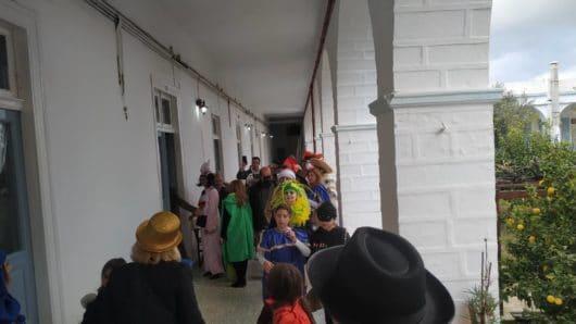 Το κέφι του Συριανού Καρναβαλιού σε οίκους ευγηρίας της Σύρου