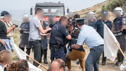 Ένωση Αξιωματικών Αστυνομίας Ν. Αιγαίου: «Καταδικάζουμε τις επιθέσεις σε βάρος αστυνομικών στην Τήνο»