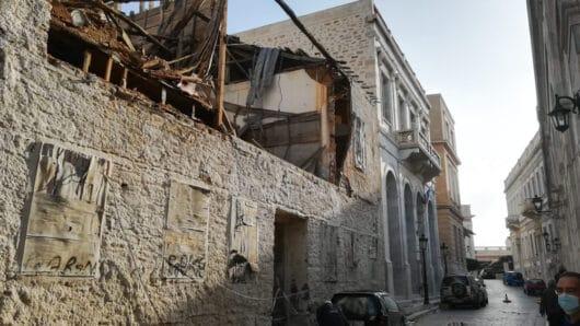 Μερική κατάρρευση ερειπωμένου κτιρίου στο κέντρο της Ερμούπολης – Προκλήθηκαν υλικές ζημιές