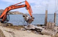 «ξηλώθηκε» το κτίσμα – έκτρωμα στην παραλία της Λαγκούνας