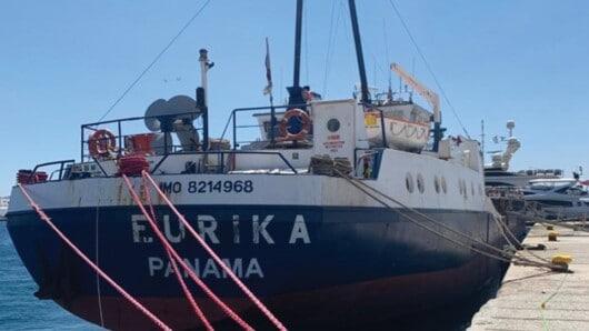 Μύκονος: Καράβι «μπλοκάρει» το παλιό λιμάνι του νησιού