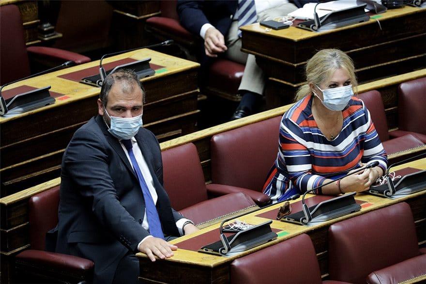 Υποχρεωτική η χρήση μάσκας