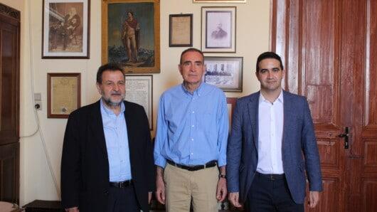 Συνάντηση δημάρχου Σύρου-Ερμούπολης με βουλευτές του ΚΙΝ.ΑΛ.