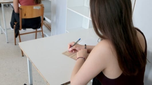 Πανελλήνιες 2020: Σε ποια μαθήματα έγραψαν κάτω από τη βάση οι υποψήφιοι – Πρώτες εκτιμήσεις για το πού θα κυμανθούν οι βάσεις