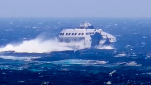 VIDEO: To Superjet δαμάζει το αφρισμένο Αιγαίο!