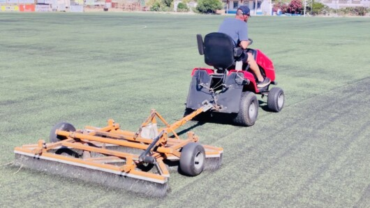 Ξεκίνησαν οι εργασίες συντήρησης στα γήπεδα ποδοσφαίρου στην περιοχή Κόρφου και στην Άνω Μερά
