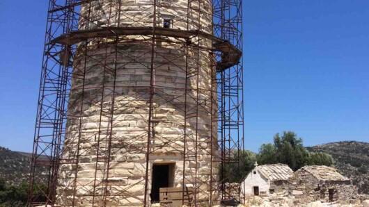 Νάξος: Επιτέλους ξεκινά το έργο για τη διάσωση του Πύργου Χειμάρρου