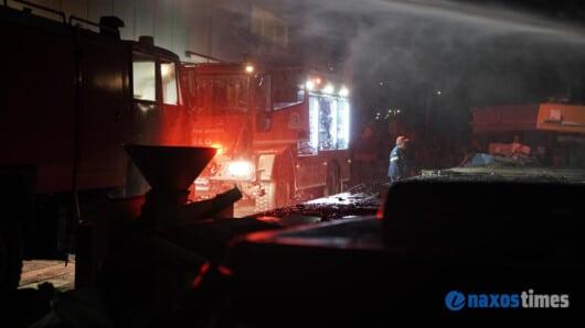 ΕΚΤΑΚΤΟ: Φωτιά σε επιχείρηση ανακύκλωσης στη Νάξο (video)