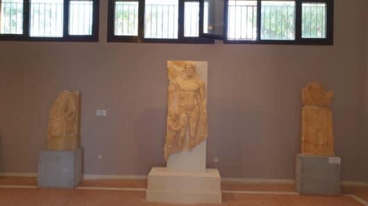 Τήνος: Μαρμάρινη επιτύμβια στήλη εντάχθηκε στο Αρχαιολογικό Μουσείο του νησιού