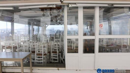 Κορωνοϊός: Τέλος στους ανοιχτούς χώρους με πλαϊνές τέντες σε καφέ και εστιατόρια
