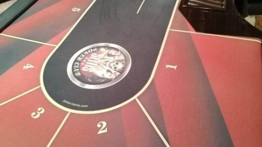 Ρόδος: Μετέτρεψαν το σπίτι τους σε χαρτοπαικτική λέσχη – 12 άτομα συνελήφθησαν γιατί έπαιζαν παράνομα πόκερ
