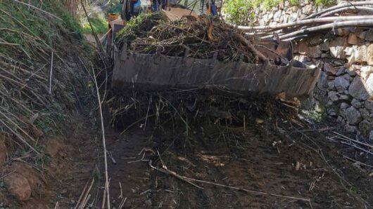 Σύρος: Το ρέμα Φοίνικα-Βήσσα καθαρίζει η Περιφέρεια Νοτίου Αιγαίου
