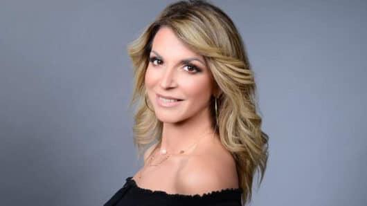 Η Ιωάννα Λεγάκη στο naxostimes.gr: Αγαπώ να τραγουδάω και να διασκεδάζω τον κόσμο (video)