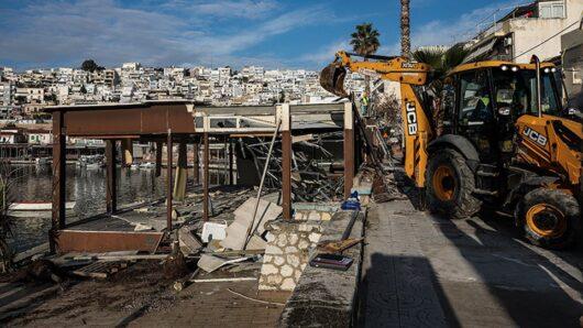 «Παγώνουν» για οκτώ μήνες οι κατεδαφίσεις σε αιγιαλούς και παραλίες
