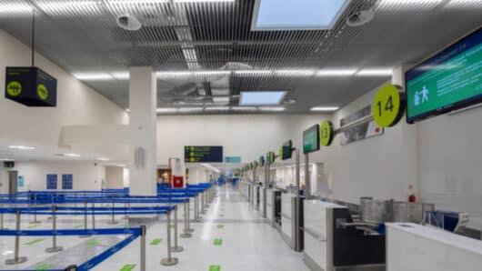Σύλληψη επτά μη νόμιμων αλλοδαπών στα αεροδρόμια Μυκόνου και Σαντορίνης