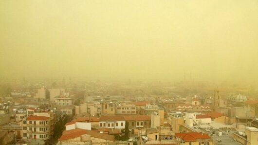 Άστατος ο καιρός την Παρασκευή με βροχές και αφρικανική σκόνη