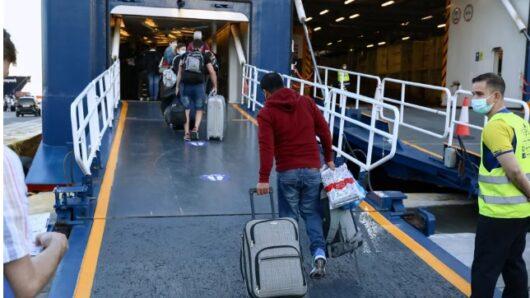 Αυξημένη η κίνηση στο λιμάνι του Πειραιά – Φεύγουν οι πρώτοι ταξιδιώτες προς τα νησιά