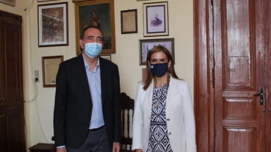 Την επίσπευση των εμβολιασμών στη Σύρο εισηγήθηκε ο Δήμαρχος στη συνάντησή του με την Υφυπουργό Υγείας