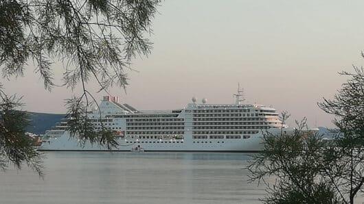 Πάρος: Κρουαζιερόπλοιο με Αμερικανούς τουρίστες κατέπλευσε στο νησί
