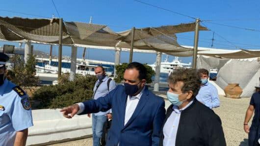Στη Μύκονο ο Μιχάλης Χρυσοχοΐδης: Επίσκεψη στο κτίριο της νέας Υποδιεύθυνσης της ΕΛ.ΑΣ. και συμμετοχή σε διευρυμένη σύσκεψη