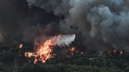 Ανακοίνωση του Γραφείου Τύπου του ΣΥΡΙΖΑ-Π.Σ. για τις πυρκαγιές: «Πρόκληση να αυτοθαυμάζονται υπουργοί και Πρωθυπουργός»