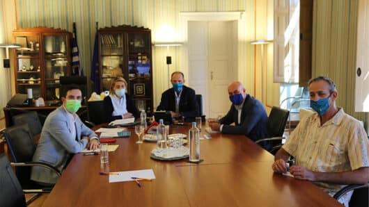 O Επικεφαλής του Γραφείου του Ευρωπαϊκού Κοινοβουλίου στην Ελλάδα στο Επιμελητήριο Κυκλάδων